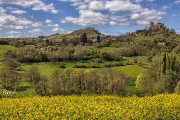 Le printemps autour du Château de Busséol